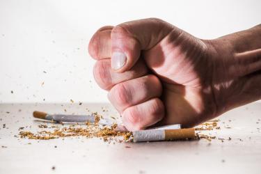 Poznaj 10 trików na rzucenie palenia