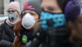 Maski antysmogowe/Fot. PAP/K. Kamiński